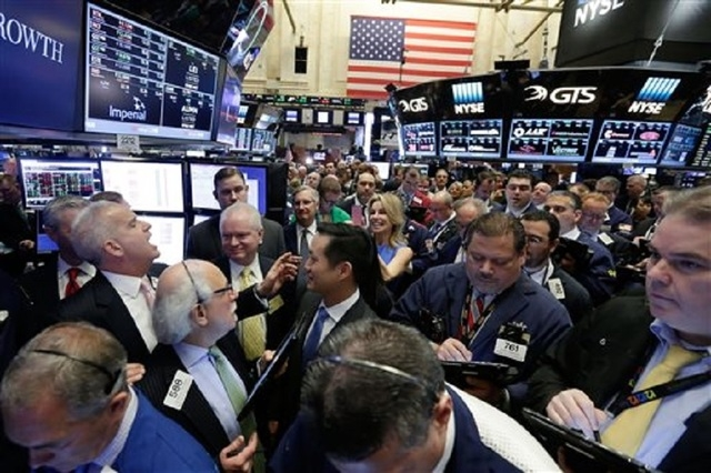 New York Stock Exchange floor governor Rudy Maas, left, calls out prices during the IPO of MGM Growth Properties on the floor of the NYSE, Wednesday, April 20, 2016. U.S. stock indexes are narrowl ...