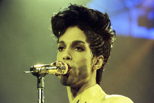 """Prince performs during his """"Diamonds and Pearls Tour"""" at the Earl's Court Arena in London June 15, 1992. (Dylan Martinez/Reuters)"""