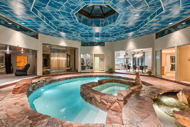 The pool and spa is the centerpiece of the home. (COURTESY OF LUXE ESTATES & LIFESTYLE)