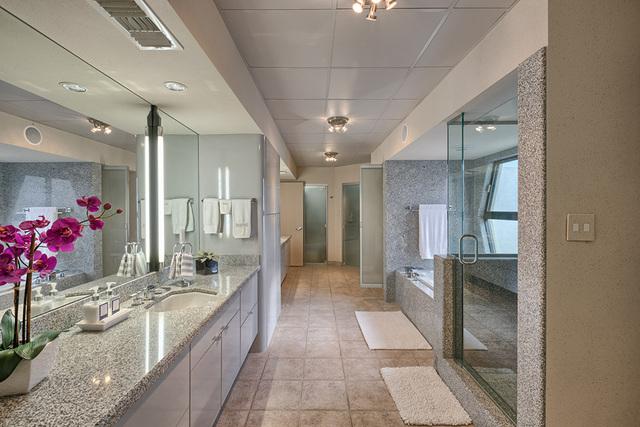 A secondary bathroom.  (COURTESY OF LUXE ESTATES & LIFESTYLE)