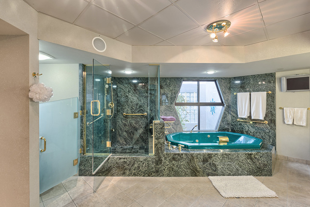 The master bath. (COURTESY OF LUXE ESTATES & LIFESTYLE)