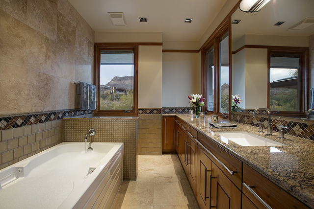 Guest bath. (Synergy Sotheby's International Realty)