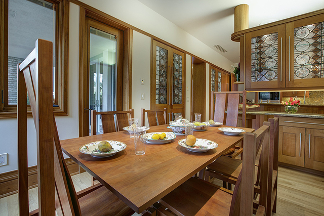 A breakfast nook near the kitchen. (Synergy Sotheby's International Realty)