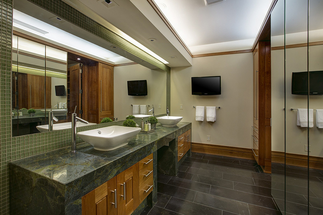 The master bath. (COURTESY OF SYNERGY SOTHEBY'S INTERNATIONAL REALTY)
