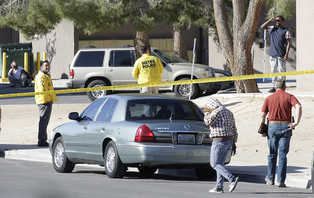 Metro police officers investigate a homicide after a person was shot and killed early Tuesday, April 19, 2016 at 1416 Sandhill Road. (Bizuayehu Tesfaye/Las Vegas Review-Journal Follow @bizutesfaye)