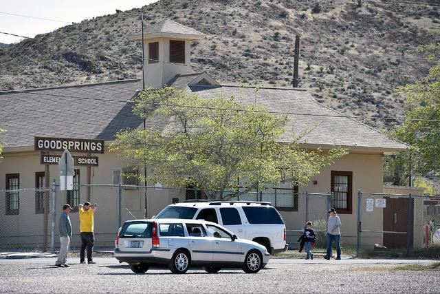 Parents wait to pick up their children at the Goodsprings Elementary School Tuesday, April 5, 2016, in Goodsprings. David Becker/Las Vegas Review-Journal Follow @davidjaybecker