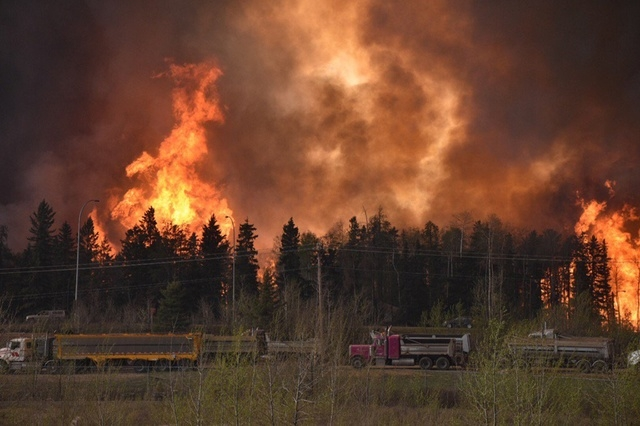 Wildfire is worsening along highway 63 Fort McMurray, Alberta Canada May 3, 2016. (Courtesy CBC News/Handout via Reuters)