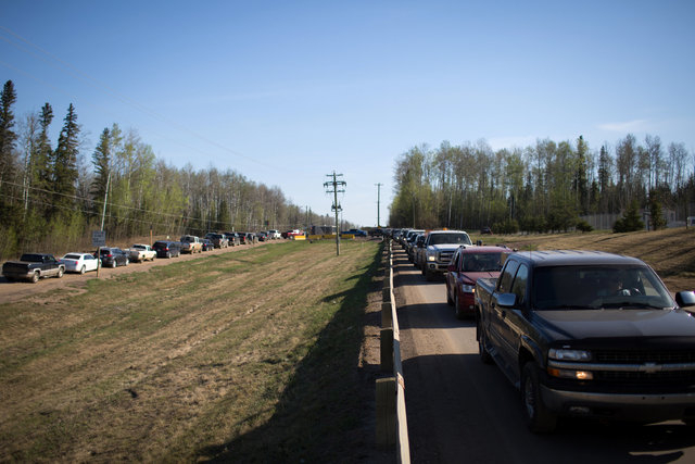 Residents of Fort McMurray line up for gas after they were ordered to be evacuated due to raging wildfires, in Anzac, Alberta, Canada May 4, 2016. (Topher Seguin/Reuters)