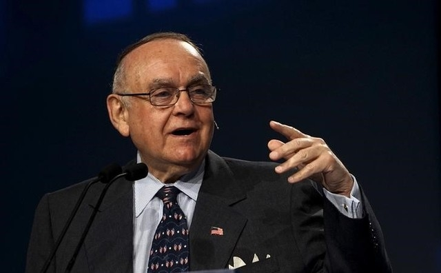 Leon Cooperman, CEO of Omega Advisors, Inc., speaks May 7 on a panel at the annual Skybridge Alternatives Conference (SALT) in Las Vegas. Rick Wilking/Reuters