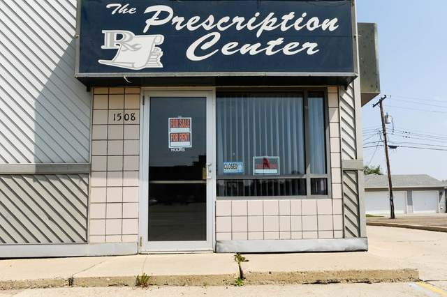 """A shuttered business sits idle on the """"Million Dollar Way"""" in Williston, North Dakota, U.S. May 15, 2016. (Andrew Cullen/Reuters)"""