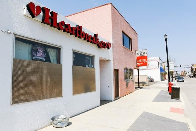 Heartbreakers, a former strip club, is seen in downtown Williston, North Dakota, U.S. May 15, 2016. (Andrew Cullen/Reuters)