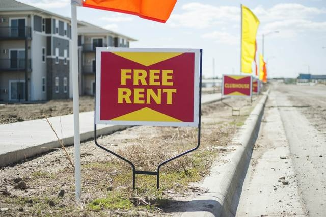 A newly built apartment complex advertises free rent and other amenities in Williston, North Dakota April 30, 2016. (Andrew Cullen/Reuters)