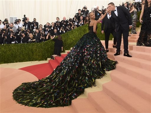 "Zoe Saldana arrives at The Metropolitan Museum of Art Costume Institute Benefit Gala, celebrating the opening of ""Manus x Machina: Fashion in an Age of Technology"" on Monday, May ..."