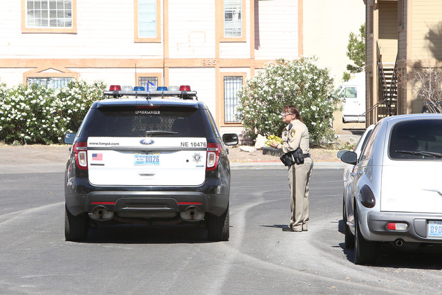 Metro investigates a shooting at 4200 Middlesex Ave., in Las Vegas on Tuesday, May 31, 2016. (Bizuayehu Tesfaye/Las Vegas Review-Journal)