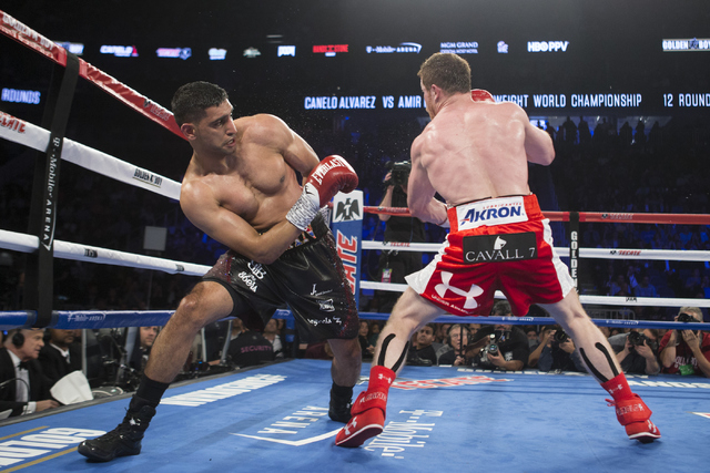 "Amir Khan, left, moves away from a punch against Saul ""Canelo"" Alvarez in the WBC Middleweight Title bout at the T-Mobile Arena on Saturday, May 7, 2016, in Las Vegas. Alvarez won by way of kn ..."