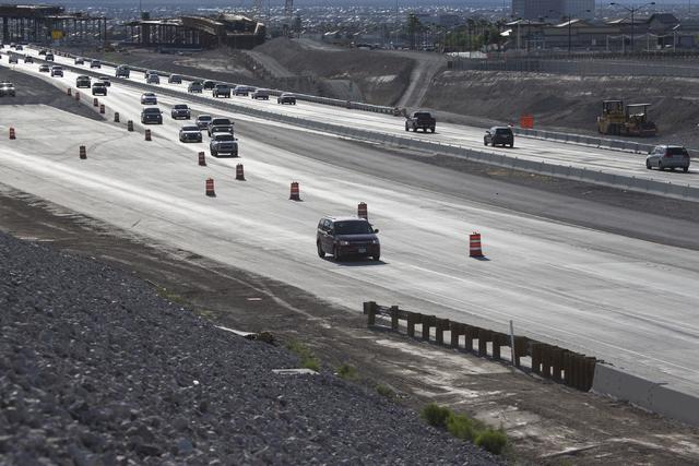 A motorist uses a new ramp that transitions northbound U.S. 95 traffic to eastbound 215 Beltway on Friday, May 27, 2016, in Las Vegas. Erik Verduzco/Las Vegas Review-Journal Follow @Erik_Verduzco