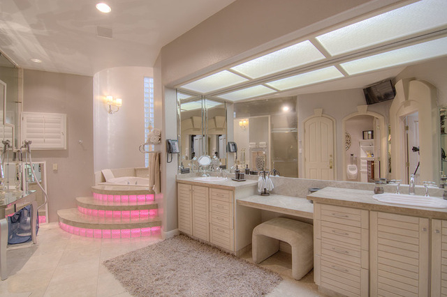 The master bath. ((Napoli Group)