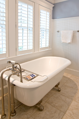 thinkstock while the original standalone tub was a clawfoot many of todayu0027s tubs sit