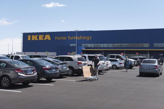 Bureau Ikea Kinder : Crowds swarm new ikea store in las vegas on opening day las