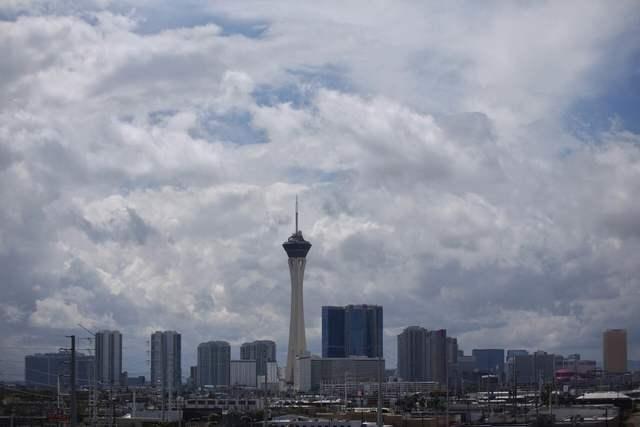 Clouds gather over the Las Vegas Strip. (Brett Le Blanc/Las Vegas Review-Journal)