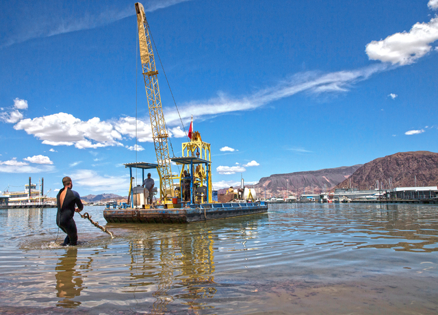 Paul Koons, left, with Las Vegas Boat Harbor, drags a line to shore at Lake Mead Marina, Wednesday, May 18, 2016, at Lake Mead National Recreation Area, in Boulder City, Nevada. The lines are conn ...