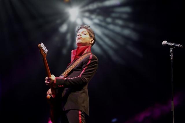 Prince performs on stage at Yas Arena in Yas Island, Abu Dhabi, Nov. 14, 2010. (Jumana El-Heloueh/Reuters)