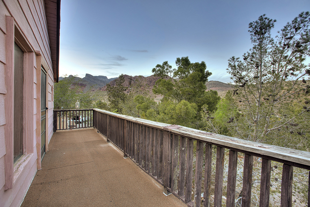 The Calico Basin home has a porch. (COURTESY OF SYNERGY, SOTHEBY'S INTERNATIONAL REALTY)