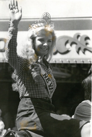 Miss Nevada Universe Madonna Allison waves to the crowd during a parade at Helldorado Days in Las Vegas in 1975. (Review-Journal file)