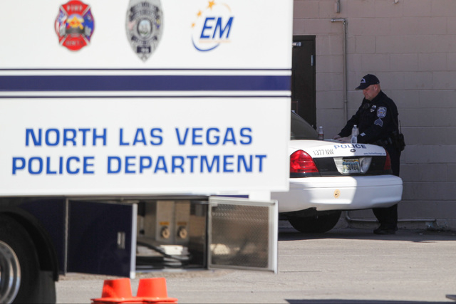 North Las Vegas police investigate a homicide and a related fatal officer-involved shooting at the Silver Nugget Casino in North Las Vegas on Thursday, May 19, 2016. (Brett Le Blanc/Las Vegas Revi ...