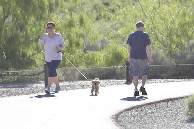 People in Las Vegas enjoy the sunny weather. (Bizuayehu Tesfaye/Las Vegas Review-Journal Follow @bizutesfaye)