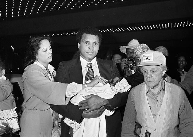 Muhammad Ali carries his daughter Laila Amaria Ali while arriving at the Las Vegas Hilton with wife Veronica Porsche Ali Feb. 5, 1978. (Las Vegas News Bureau)