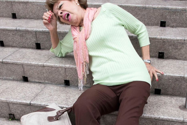 The Falling Lady is a common scam in London. (iStock.com/Juanmonino)