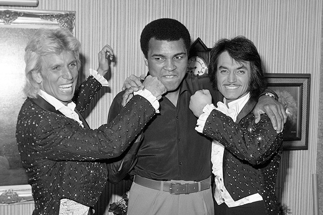 Siegfried Fischbacher and Roy Horn pose with Muhammad Ali Sept. 25, 1980, at the Stardust in Las Vegas. (Wolf Wergin/Las Vegas News Bureau)