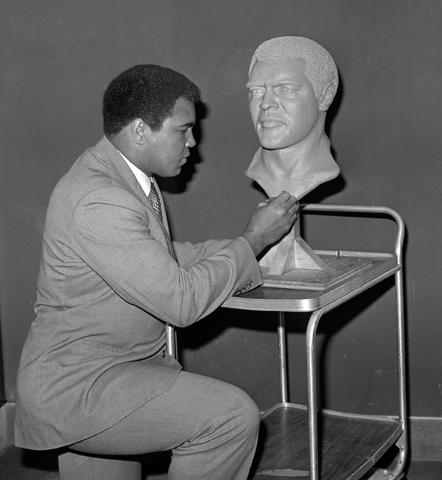 Muhammad Ali adds his signature to a bust of himself at Caesars Palace Sept. 17, 1981. (Las Vegas News Bureau)