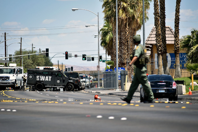 Las Vegas police stand guard during a barricade situation at the Siegel Suites along Twain Avenue near Swenson Street Monday, June 13, 2016, in Las Vegas. (David Becker/Las Vegas Review-Journal Fo ...