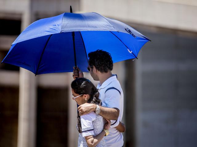 A couple with an umbrella at Hoover Dam on May 31. Jeff Scheid/Las Vegas Review-Journal Follow @jlscheid