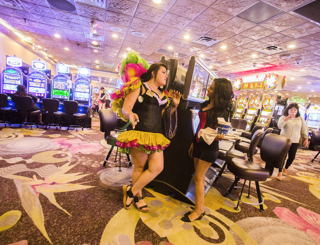 Hostess Jasmine De laTorre, left, and cocktail waitress Betel Hailesluse talks at Mermaid's Casino, 32 Fremont St., on Tuesday, June 21, 2016. The casino will be closing next Monday night. (Jeff S ...