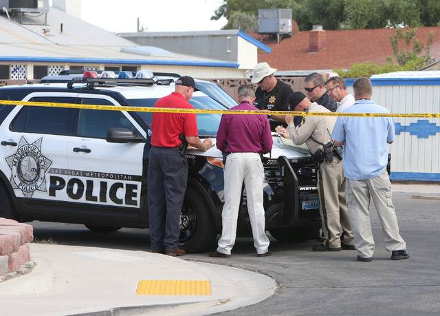 Las Vegas police investigate a homicide Monday, June 13, 2016, in northeast Las Vegas, near Nellis and Lake Mead boulevards. (Bizuayehu Tesfaye/Las Vegas Review-Journal Follow @bizutesfaye)