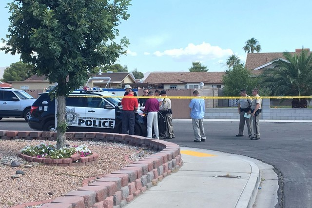 Las Vegas police investigate a homicide Monday morning, June 13, 2016, in northeast Las Vegas, near Nellis and Lake Mead boulevards. (Bizuayehu Tesfaye/Las Vegas Review-Journal Follow @bizutesfaye)