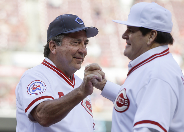 Former Cincinnati Reds players Pete Rose, right, and Johnny Bench clasp hands as Rose is introduced for a ceremony to honor the 1976 World Series champions, before the Reds' baseball game against  ...
