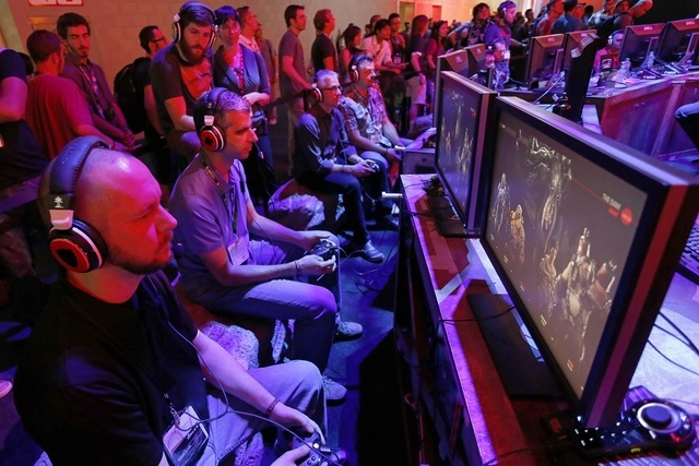 A crowd watches gamers play video games at the 2014 Electronic Entertainment Expo, known as E3, in Los Angeles, California June 11, 2014.  (Jonathan Alcorn/Reuters)