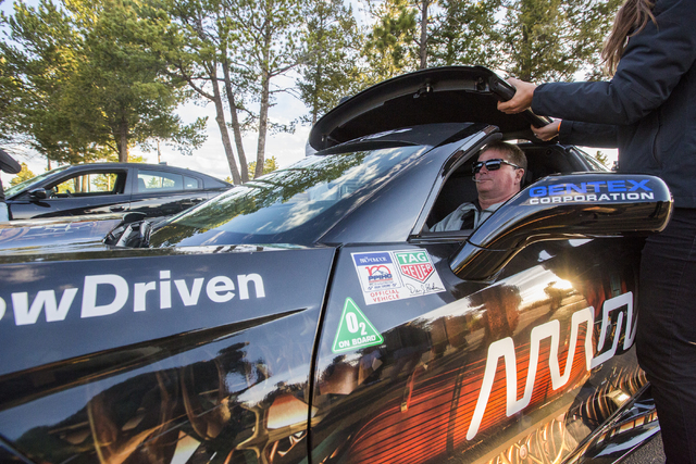 Paralyzed Henderson resident Sam Schmidt reaches Pikes Peak