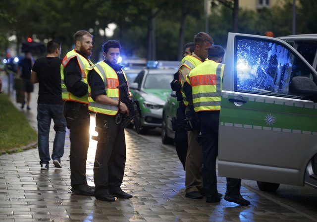 Police secure a street near to the scene of a shooting in Munich, July 22, 2016.  (Michael Dalder/Reuters)