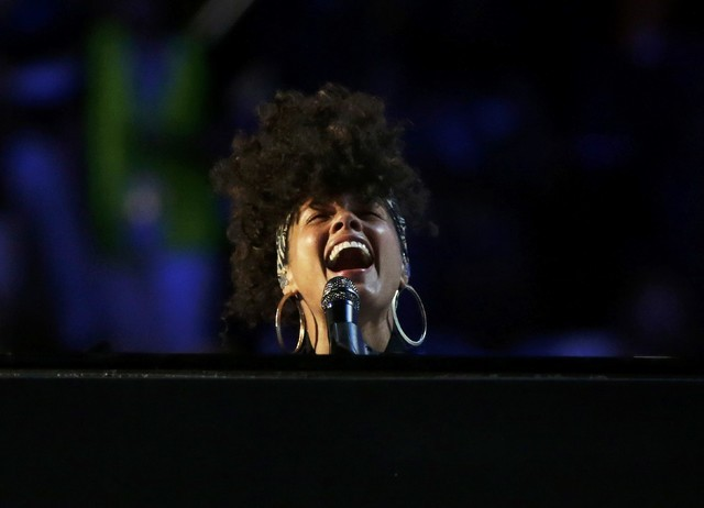 Singer Alicia Keys performs during the Democratic National Convention in Philadelphia, Pennsylvania, U.S. July 26, 2016.  REUTERS/Gary Cameron TPX IMAGES OF THE DAY