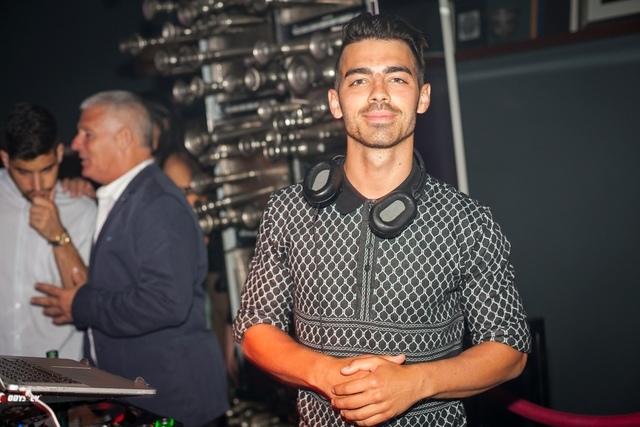 Joe Jonas spins at Hyde Bellagio on July 23, 2016. (Hyde Bellagio)