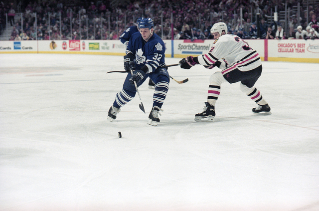 Chicago Blackhawks' Murray Craven, right, tries to slow down Toronto Maple Leafs' Benoit Hogue during the first period, Tuesday, May 9, 1995 in Chicago, during the second game of the teams' first- ...