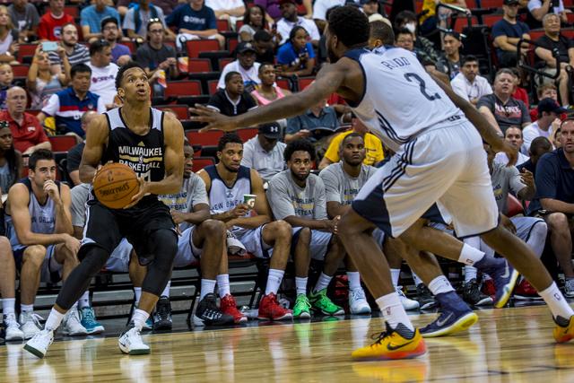 f9dee319986 Rashad Vaughn (20) of the Milwaukee Bucks prepares against the New Orleans  Pelicans during