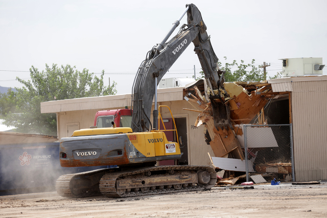 Kyle Hughes, of VT Construction, demolishes a portable building at Lincoln Elementary School in North Las Vegas on Tuesday, June 21, 2016. Rachel Aston/Las Vegas Review-Journal Follow @rookie__rae
