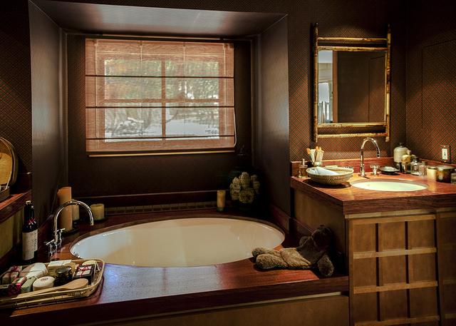 Inside Dr. Jean McCusker's cabin is an Asian Zen vibe. (Elke Cote/Real Estate Millions)