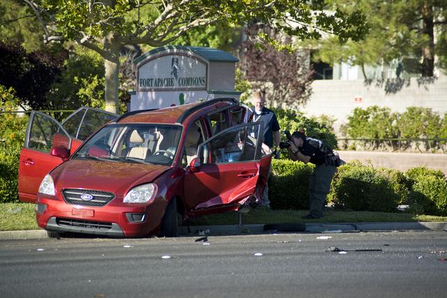 Metro officers investigate a suspected DUI crash on eastbound Charleston Avenue near Rampart Boulevard in Las Vegas on Friday, July 22, 2016.  (Daniel Clark/Las Vegas Review-Journal Follow @DanJCl ...